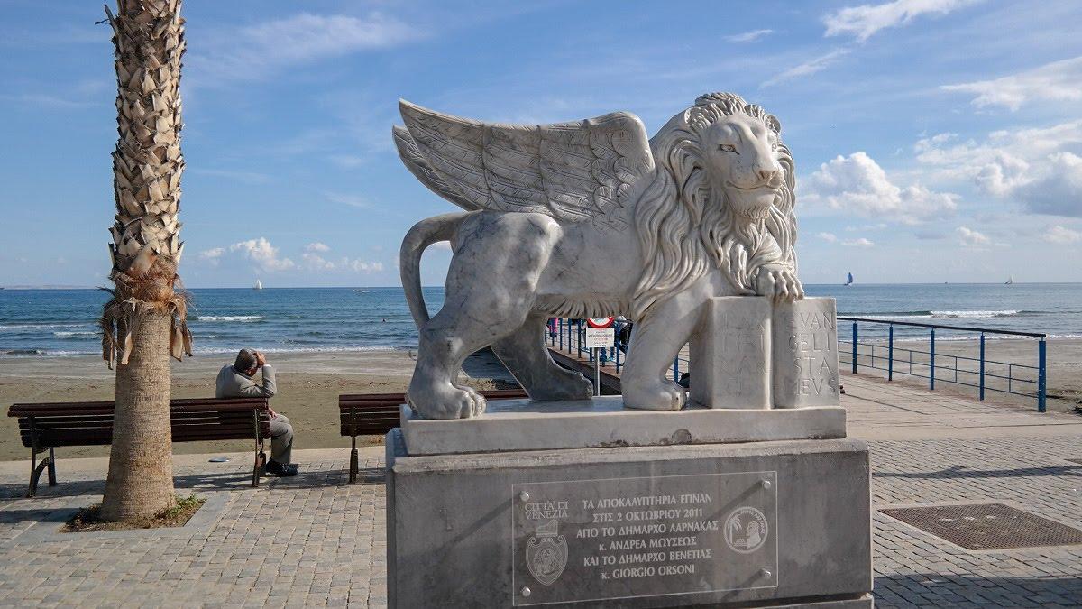 Cypr Larnaka Co zwiedzić i zobaczyc na cyprze blog ulica deptak