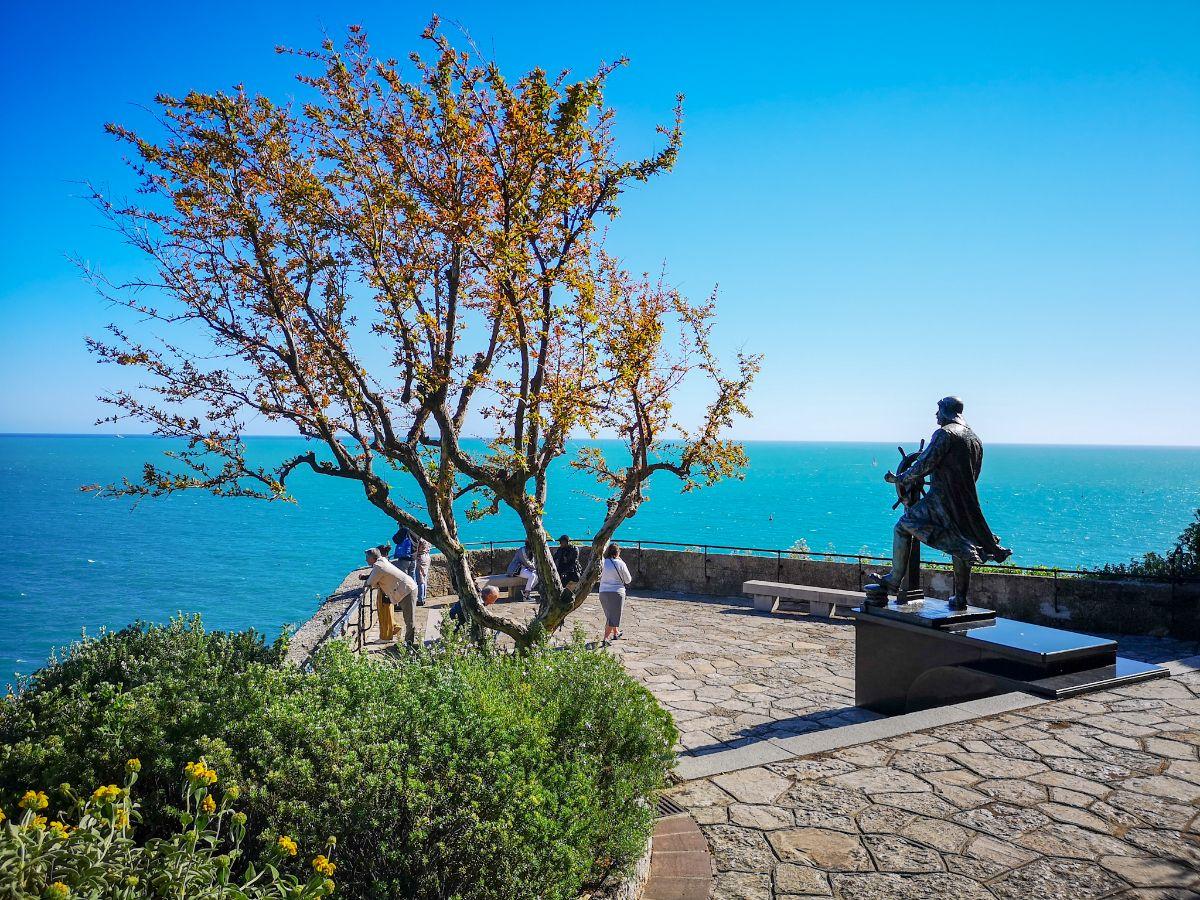 Monako co zwiedzić i zobaczyć w Monako monaco Park Saint-Martin pomnik alberta 1 panorama na morze
