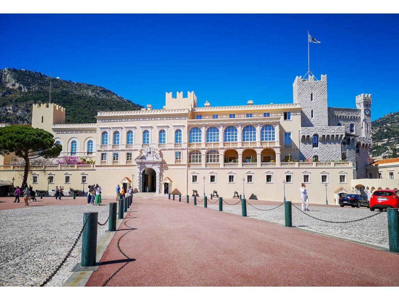Monako co zwiedzić i zobaczyć w Monako monaco pałac księcia plac pałacowy