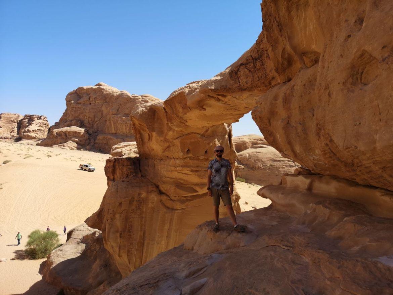 Umm Fruth Rock Arch / Duży Łuk pustynia zwiedzanie koszty wycieczka jeepem jordania co zobaczyć 2