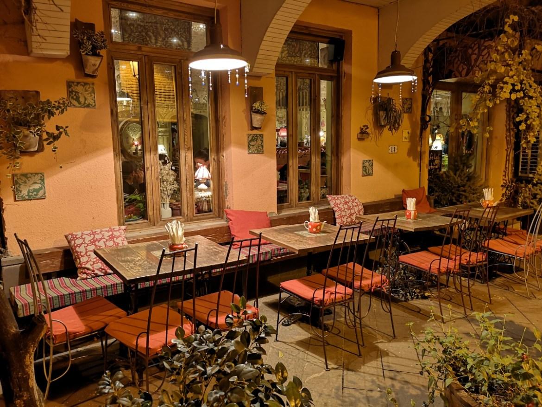 kawiarnia nocą stolica gruzji zwiedzanie co zobaczyć blog