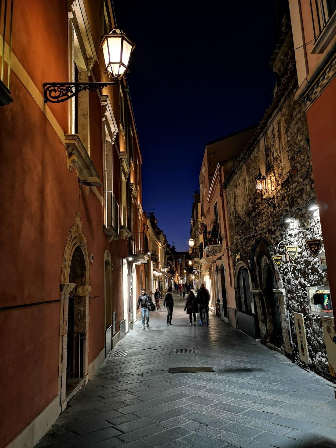 taormina nocą ulice umberto corso