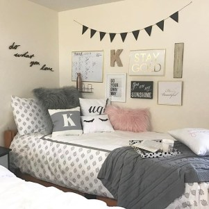 Efficient Dorm Room Organization Decor Ideas 19
