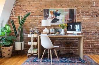 Elegant Exposed Brick Apartment Décor Ideas 39