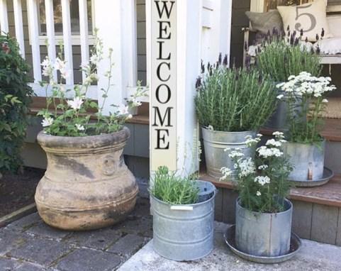 Elegant Farmhouse Garden Décor Ideas 07