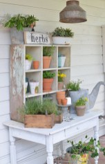 Elegant Farmhouse Garden Décor Ideas 21