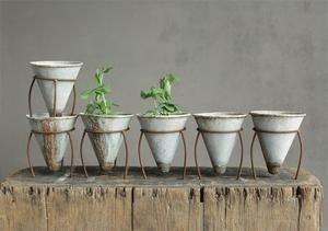Elegant Farmhouse Garden Décor Ideas 32