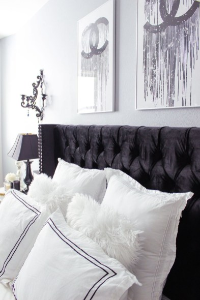 Relaxing Black And White Apartment Décor Ideas 32