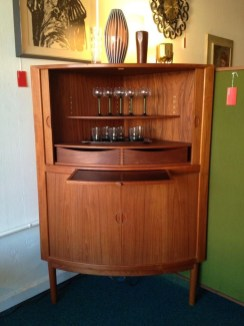 Stunning Mid Century Furniture Ideas To Makes Your Room Have Vintage Touch 35