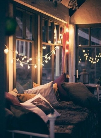Best Ideas To Decorate Your Big Window 36