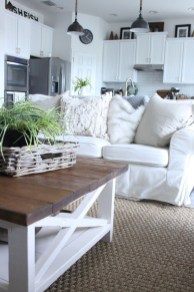Comfy And Casual Farmhouse Home Design Ideas 32