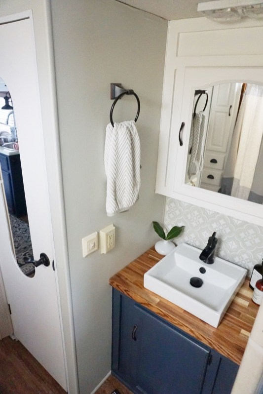 Simply Rv Bathroom Remodel Ideas 40