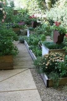 Attractive Sunken Ideas For Backyard Landscape 36