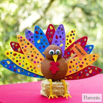 Lovely Turkey Decor For Your Thanksgiving Table Ideas 09