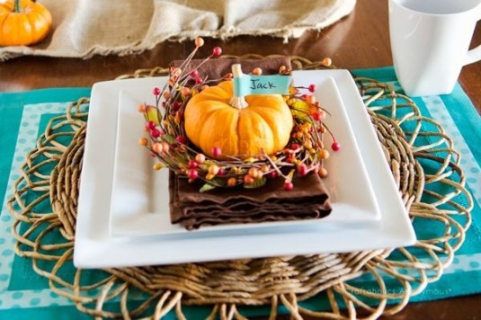 Lovely Turkey Decor For Your Thanksgiving Table Ideas 24