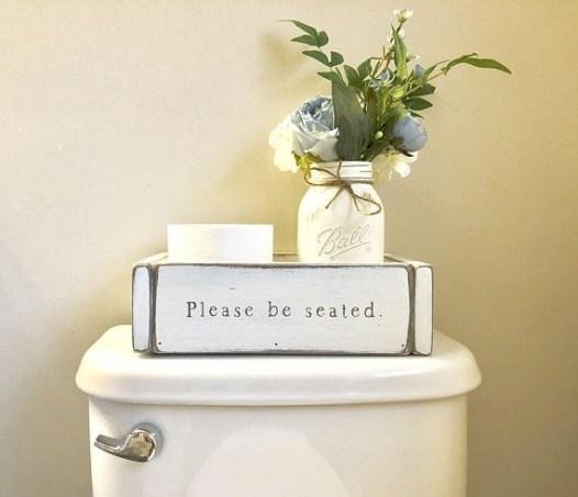 Minimalist Bathroom Winter Decoration Ideas 16