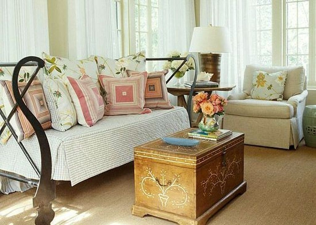 Popular Coffee Table Styling To Living Room Ideas 45