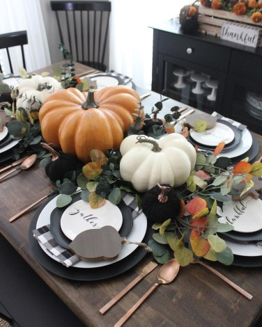 Stylish Thanksgiving Table Ideas 32