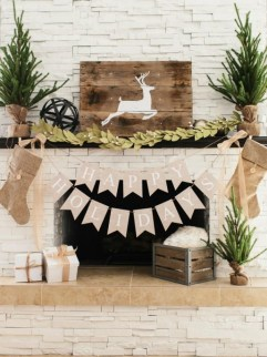 Creative Rustic Christmas Fireplace Mantel Décor Ideas 23