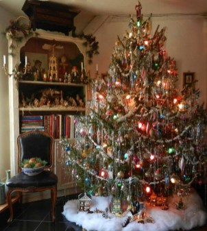 Easy Christmas Tree Decor With Lighting Ideas 09