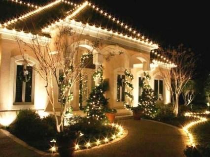 Extraordinary Outdoor Light Christmas Ideas 09