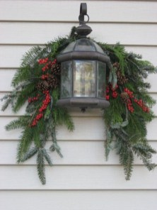 Lovely Farmhouse Christmas Porch Decor And Design Ideas 02