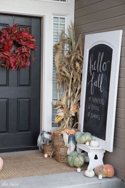 Lovely Farmhouse Christmas Porch Decor And Design Ideas 15