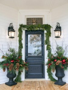 Lovely Farmhouse Christmas Porch Decor And Design Ideas 22