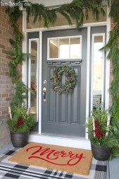 Lovely Farmhouse Christmas Porch Decor And Design Ideas 29