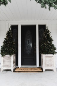Lovely Farmhouse Christmas Porch Decor And Design Ideas 33
