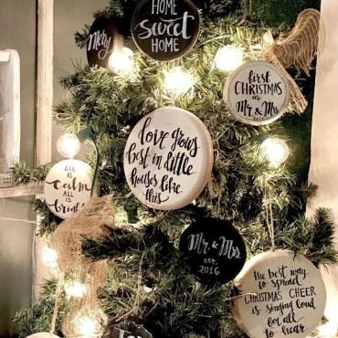 Minimalist Christmas Tree Ideas For Living Room Décor 21