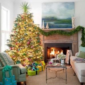 Minimalist Christmas Tree Ideas For Living Room Décor 32