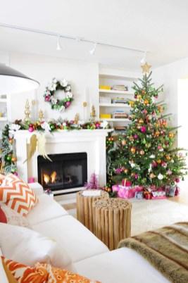 Minimalist Christmas Tree Ideas For Living Room Décor 42