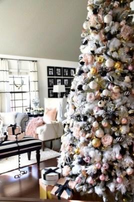 Minimalist Christmas Tree Ideas For Living Room Décor 43