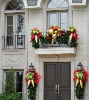 Popular Apartment Balcony For Christmas Décor Ideas 03