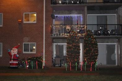 Popular Apartment Balcony For Christmas Décor Ideas 07