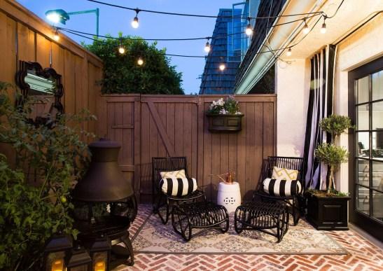 Popular Apartment Balcony For Christmas Décor Ideas 22
