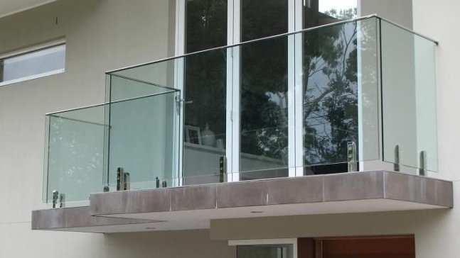 Amazing Glass Pool Design Ideas For Home35