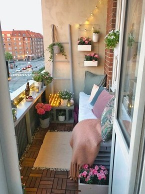 Enchanting Apartment Balcony Decorating Ideas30