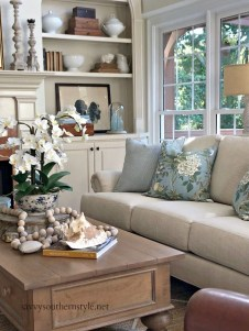 Pretty French Country Living Room Design Ideas39