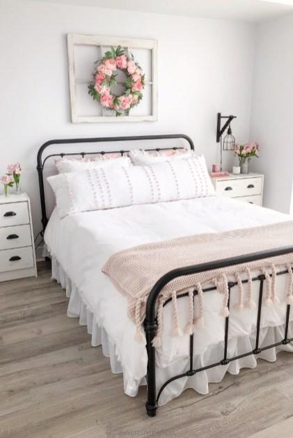 Simple Bedroom Designs Ideas13