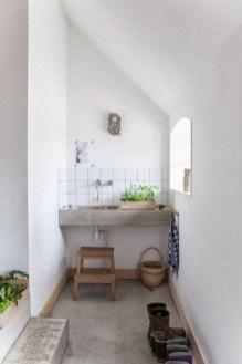 Fascinating Small Attic Bathroom Design Ideas11