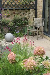 Awesome Small Garden Fence Ideas24