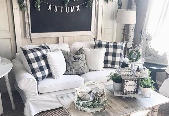 Elegant Antique Farmhouse Decoration Ideas For Home10