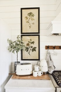 Popular Farmhouse Kitchen Art Ideas To Scale Up Your Kitchen38
