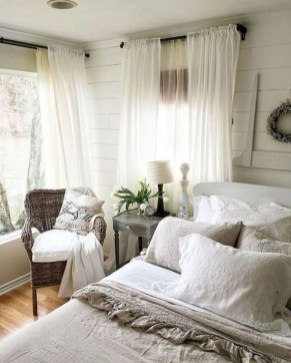 Smart Bedroom Decor Ideas With Farmhouse Style36
