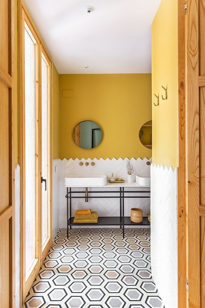 Wonderful Yellow And White Bathroom Ideas24