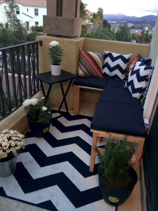 Inexpensive Apartment Patio Ideas On A Budget43