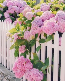 Pretty Floral Garden Decor Ideas02