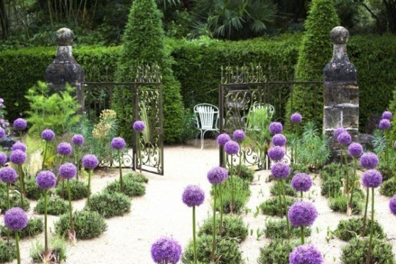 Brilliant French Country Garden Décor Ideas16
